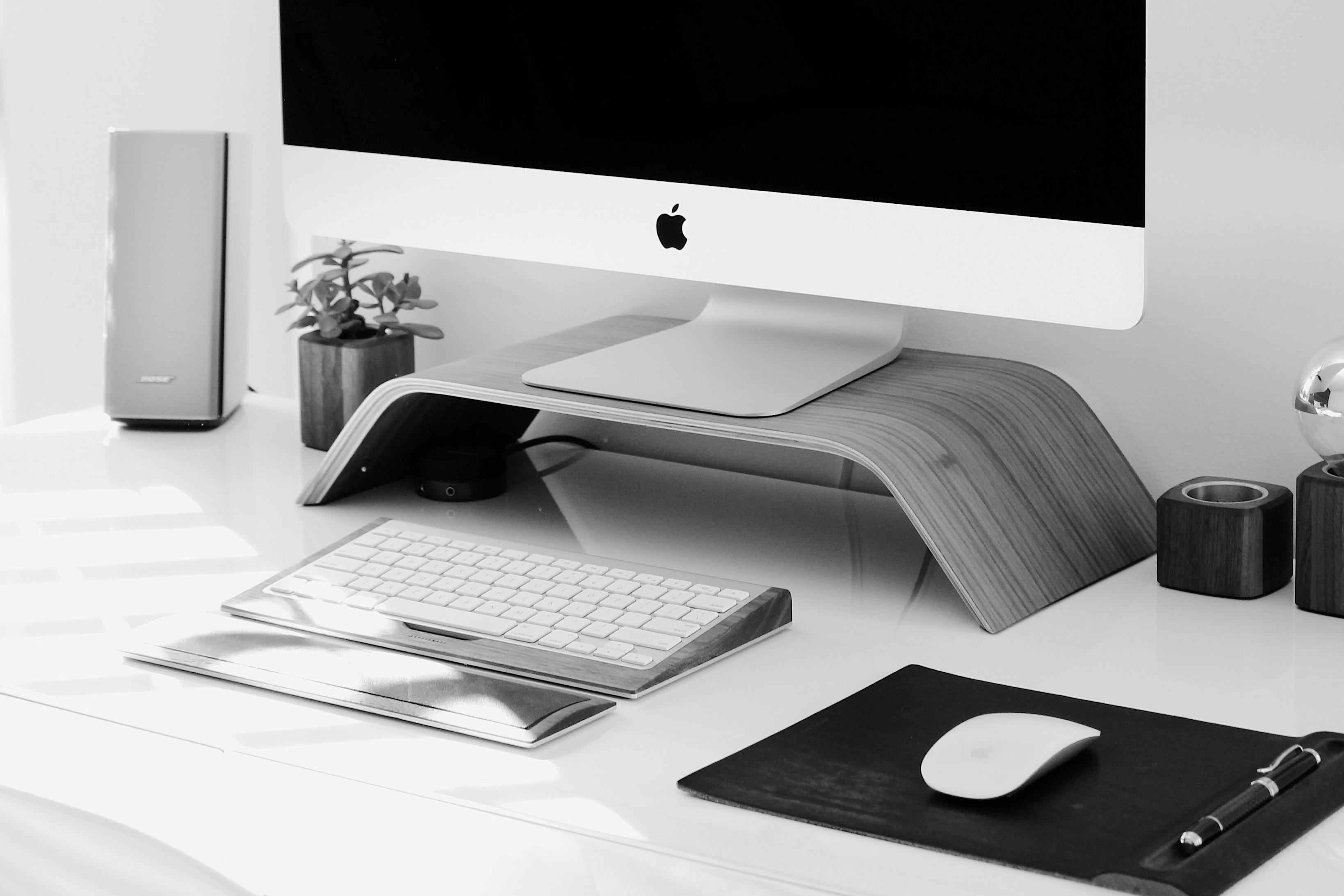 Beispielarbeitsplatz, in dem eine Clean Desk Policy umgesetzt wird
